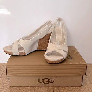 UGG Australia wedged sandal size:AU5 cream color